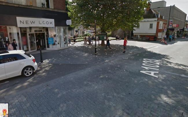 Brilliant Security Guard Robbed Of His Cash Box In Brentwood High Street Wiring Cloud Usnesfoxcilixyz